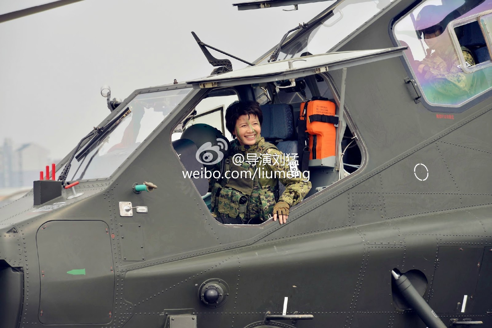 Fuerzas armadas de la República Popular China - Página 3 Female+women+pilots+armed+Chinese+Z-10+Attack+Helicopter+gunship+PLA+Peoples+Liberation+Army+Air+Force+export+pakitan+missile+hj10+atgm+rocket++%25283%2529