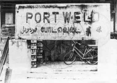 Papan tanda Port Weld yang masih wujud sehingga kini