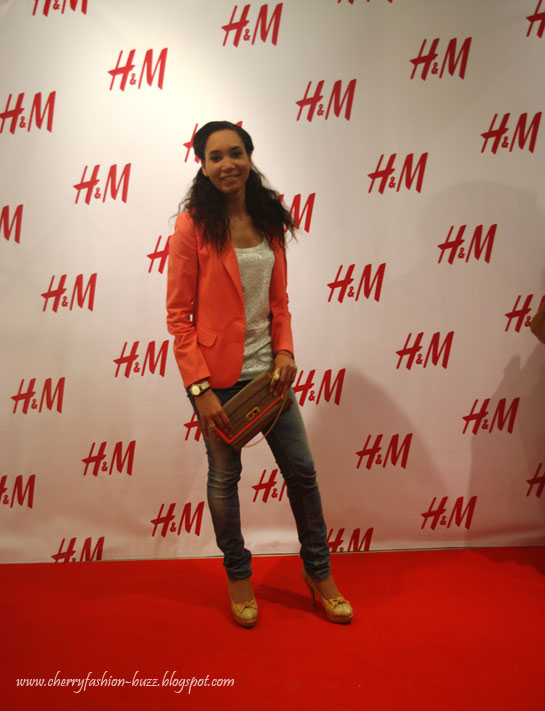 H&M Opening party outfit, how to style a coral blazer,Mint zig zag top