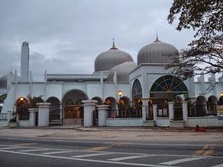 http://teropongmasa.blogspot.com/2011/07/masjid-wakaf-tembusu-kuala-terengganu.html