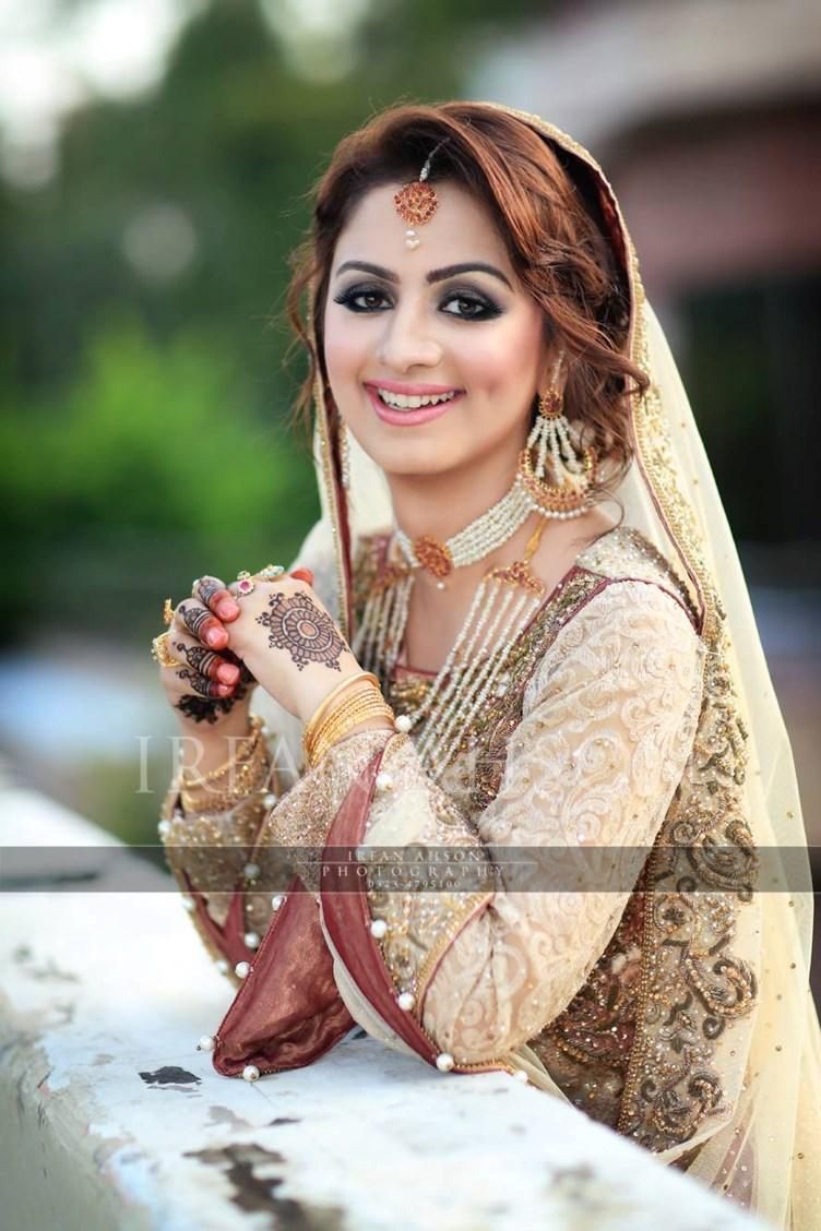 White dress bridal - Top 10 White And Cream Pakistani Bridal Dress
