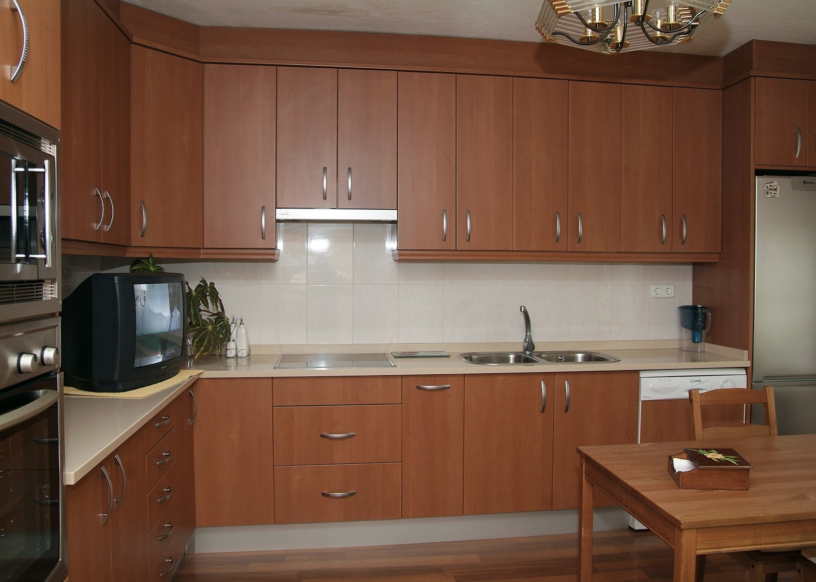 Cocisan cocina formica con cierre al techo - Formica para cocinas ...