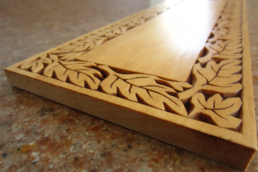 Ales the woodcarver chip carved leaf border on a practise