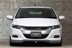Cara untuk mengetahui kelebihan mobil hybrid adalah ketika melakukan perjalanan pada jalan datar, speed limit. Saat itu, mesin mobil hybrid melakukan tiga kinerja: