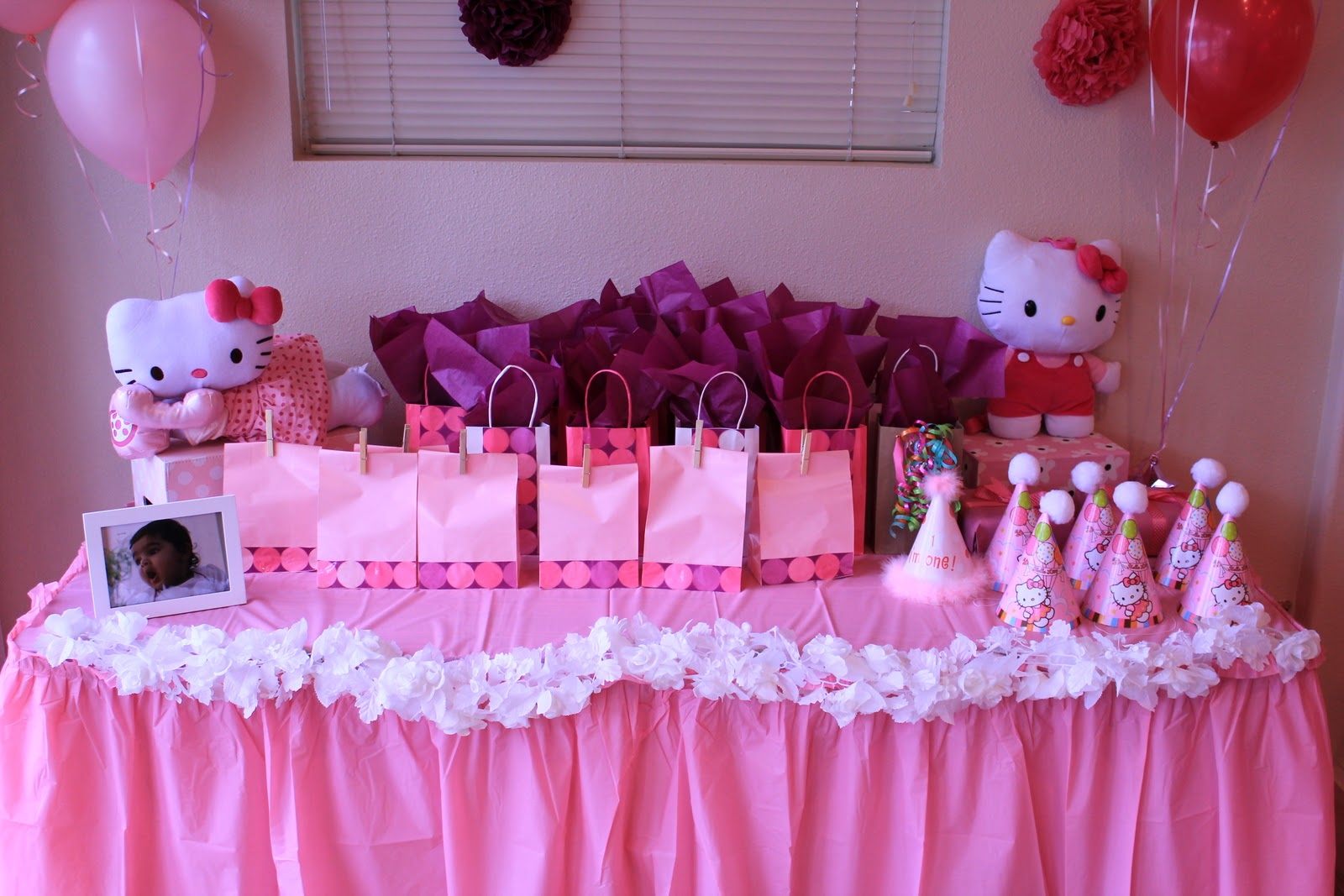 Fiesta de hello kitty car interior design - Ideas decoracion fiesta ...