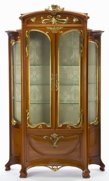 A MAJORELLE WALNUT AND GILT BRONZE VITRINE Louis Majorelle, Nancy, France, circa 1900