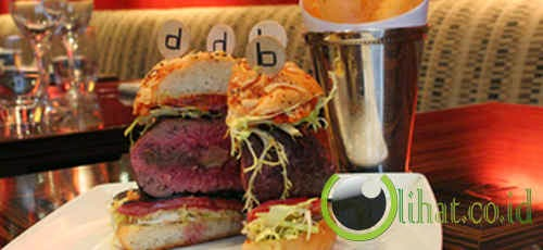 Double Truffle Burger di DB Bistro Moderne, New York City