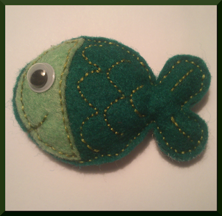 broche fieltro pez verde