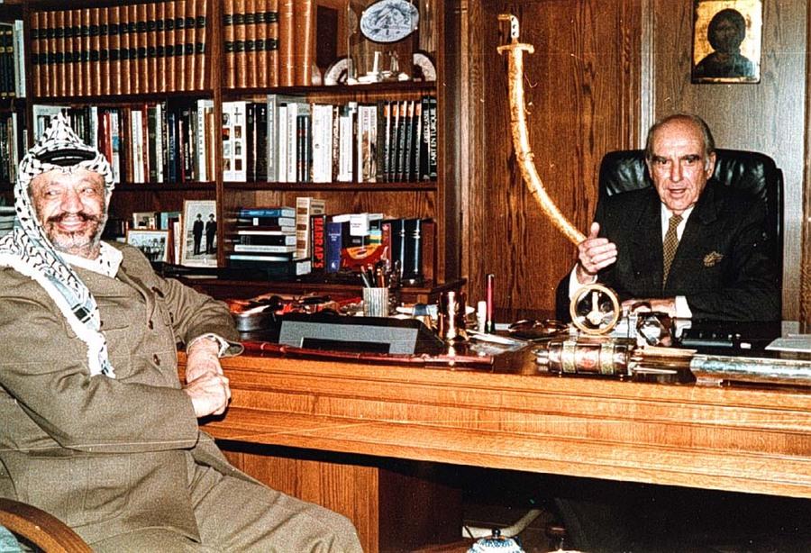 Ανδρέας Παπανδρέου με τον Γ. Αραφάτ
