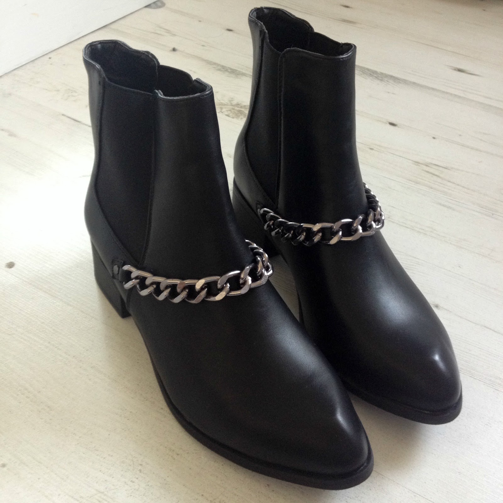 new look chain front boots review