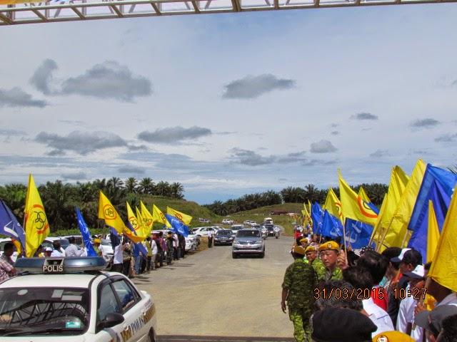 GAMBAR Sekitar Ketibaan PM di Majlis Pelancaran Pembinaan Pan Borneo Sarawak 31 Mac 2015