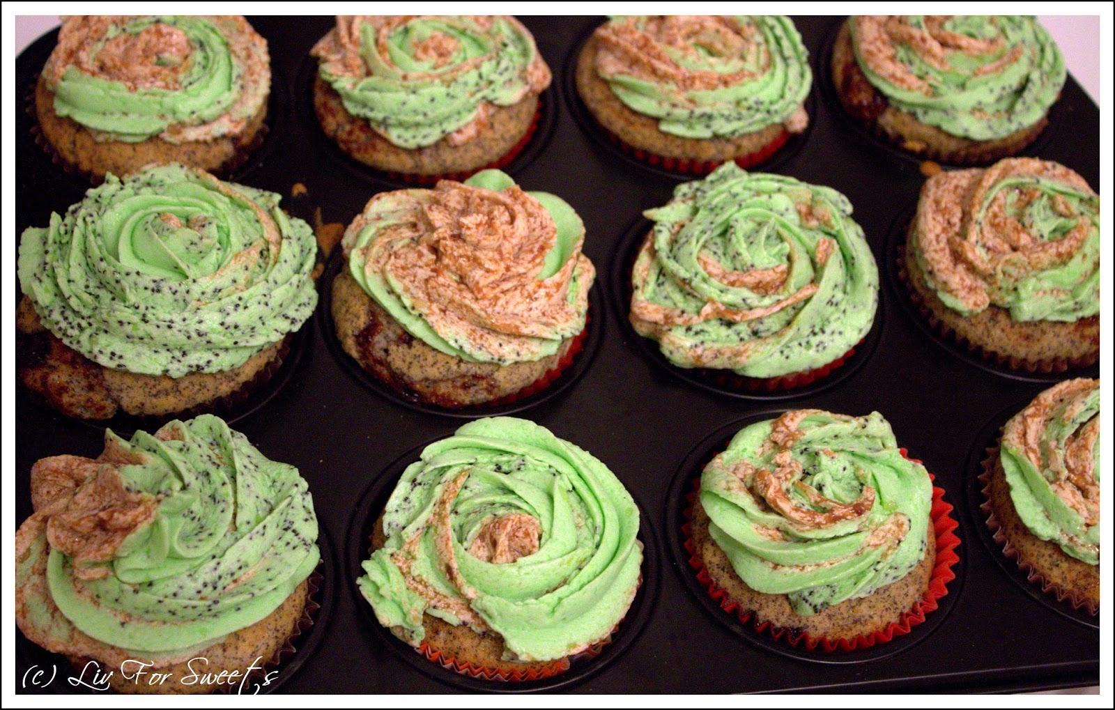 Mohn-Cupcakes mit einer Füllung aus Pflaumenmus und einem Frosting aus Pudding und Butter mit Mohn und Pflaumenmus, Thermomix, Rezept, Halloween
