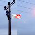 بالفيدو طفل يتسلق عمود كهربائي والتيار يصعقه