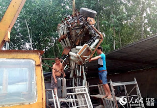 A-Welder-Dedicates-Whole-Year-to-Making-Astonishingly-Giant-Transformer-for-His-Son-3