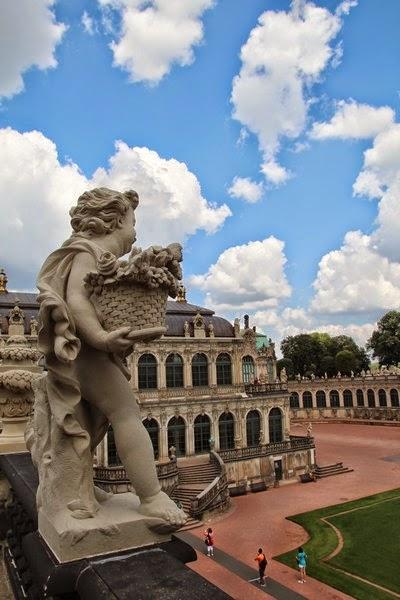 putto aniołek w pałacu