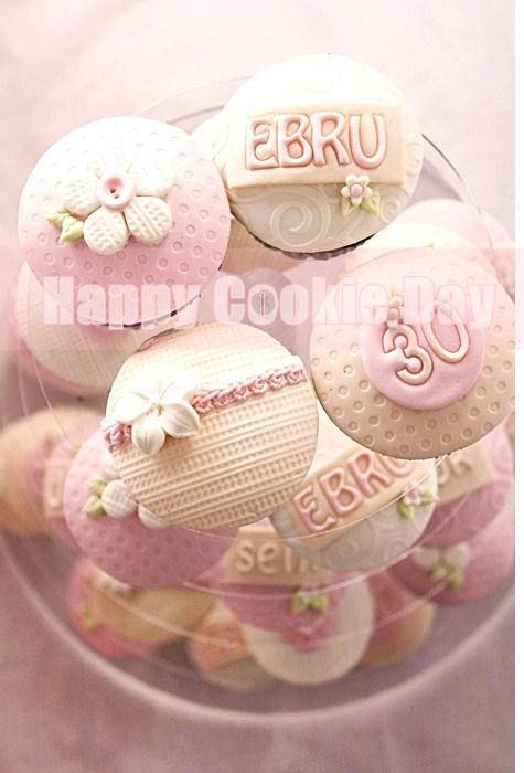 Romantik Doğumgünü Cupcake'leri