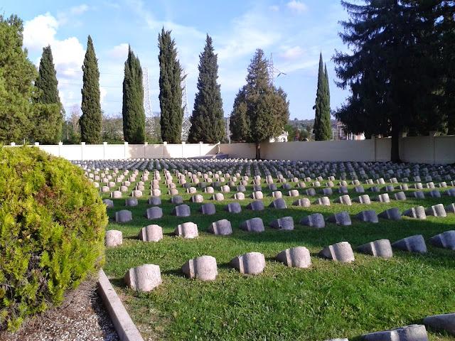 Cimitero Astro Ungarico RisparmiaeViaggia Guerra Mondiale