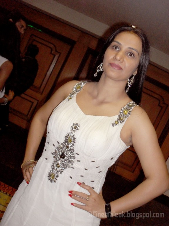 ... | Indian Sexy Actress Gallery: Apoorva hot aunty spicy gallery