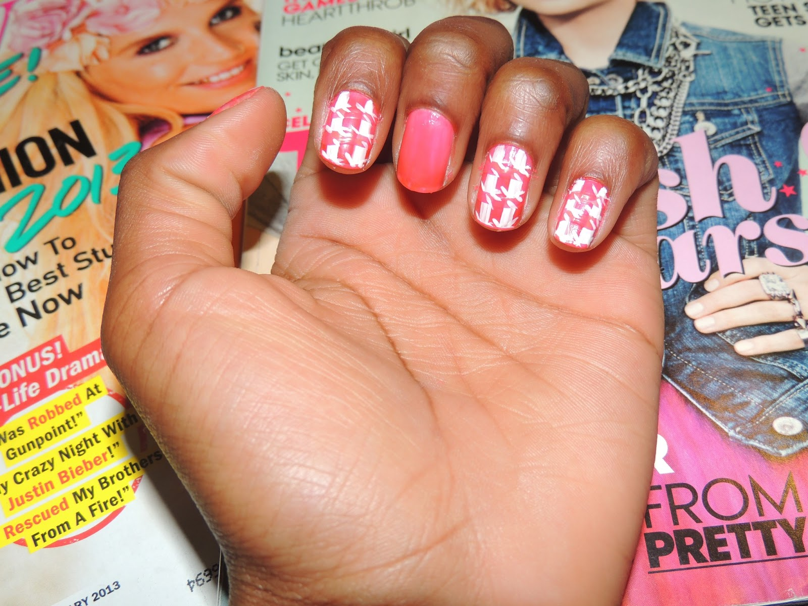All I Needed To Do My Houndstooth Nails Were A Nail Art Brush White Polish And Solid Color Keep Reading For Step By Tutorial On How