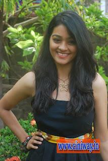 Ponmaalai-Pozhudhu-Actress-Gayathiri