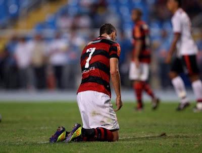 Cai o último invicto do brasileirão:  Fla é goleado pelo Atlético-GO