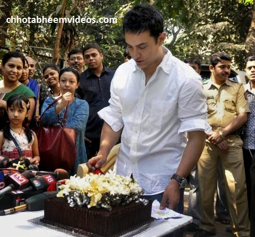 Aamir cuts vegan cake for 50th b'day with media