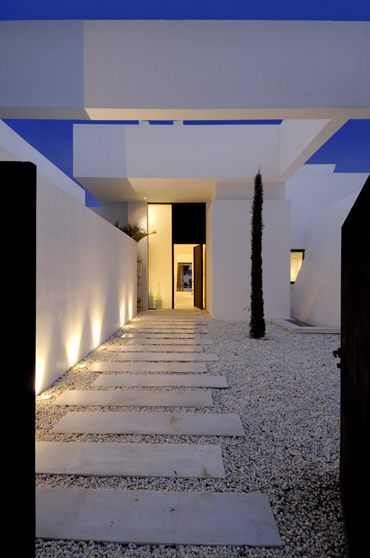 Entrance of Sotogrande House by A-Cero Architects at night