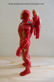 figura de Iron Man con lanzamisiles en la espalda