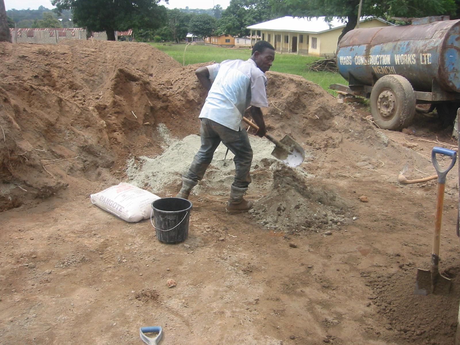 Asf en ghana 6 construyendo debajo del suelo muros for Cemento inyectado suelo