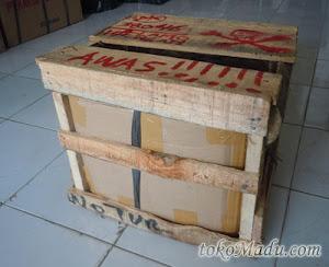 peti kayu madu