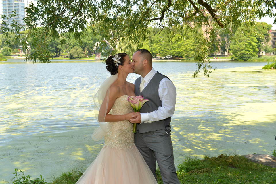 Rachel and Neal - Harlem Meer Bridal Portrait kiss