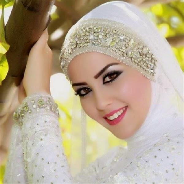 كيف تختارين الحجاب المناسب لثيابك