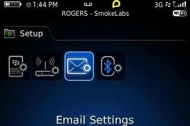 En la pantalla de inicio, haga clic en el icono Configuración. En la sección Configuración, haga clic en el icono Cuentas de correo electrónico. Siga las instrucciones de las pantallas para configurar su dirección de correo electrónico. Una vez que su dirección de correo electrónico se haya configurado correctamente, recibirá un mensaje de confirmación. Para ver y gestionar sus mensajes de correo electrónico, en la pantalla de inicio, haga clic en el icono Mensajes. Nota: En algunos casos, es posible que aparezcan las siguientes opciones. Si aparecen, seleccione una. Cuenta de correo de Internet: utilice esta opción para asociar el