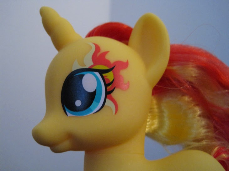 Cutie Mark Magic Fashion Style Sunset Shimmer, close up of cutie mark on face.