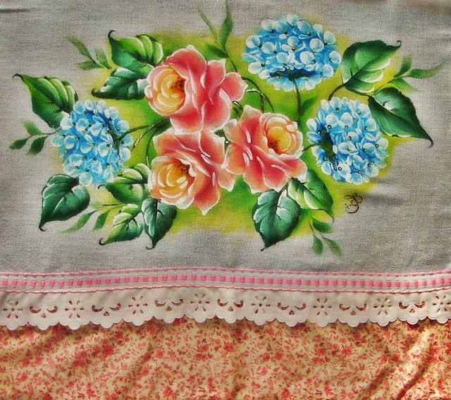 pintura em tecido pano de prato flores rosas e hortênsias