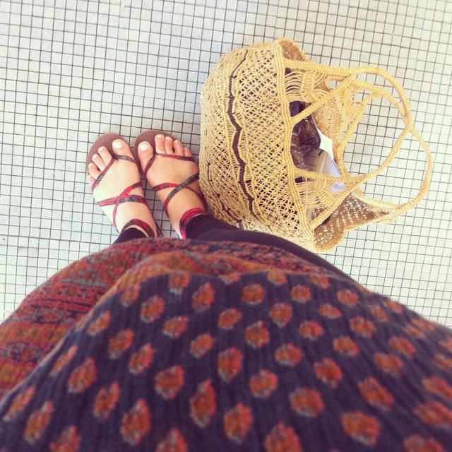 hippie streetstyle POV sseko sandals, crochet bag, ethnic print.