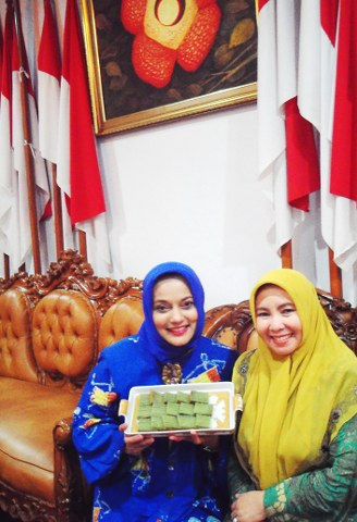 Welcome Cake di Rumah Walikota, Kue Bolu Koja Khas Bengkulu (dlm Marissa Haque & Ustdz. Nurul Fadil