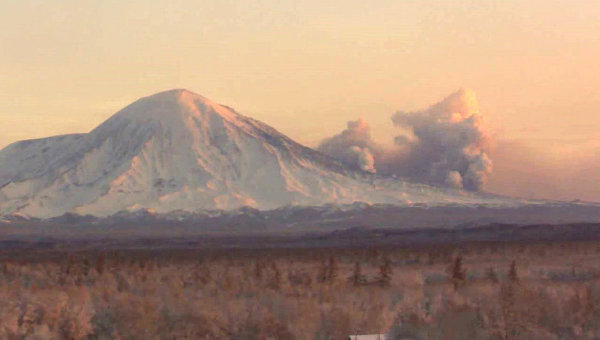 http://silentobserver68.blogspot.com/2012/11/kamchatka-volcano-eruption-destroys.html