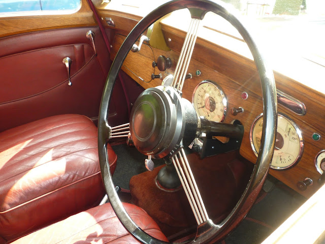 classic car via lovebirds vintage