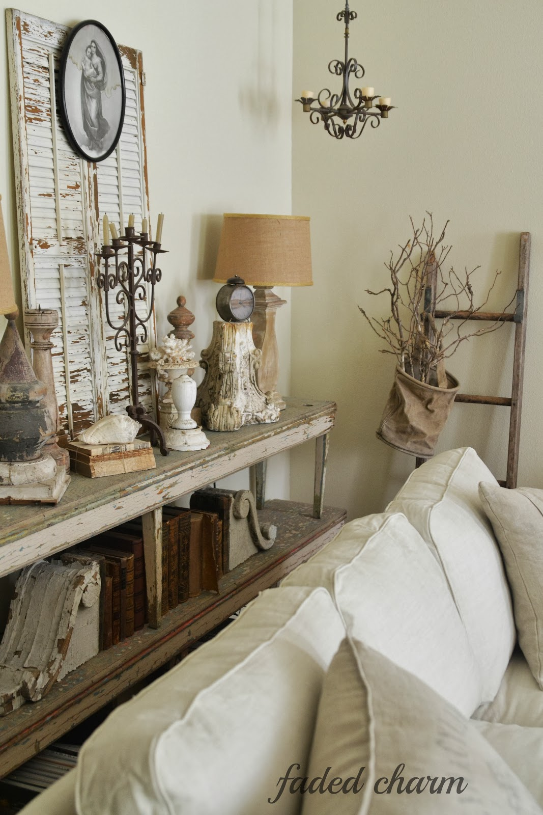 Faded charm slipcover love - Living room vintage decorating ideas ...
