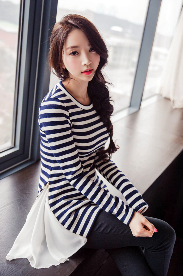 Park Soo Yeon Blue and White