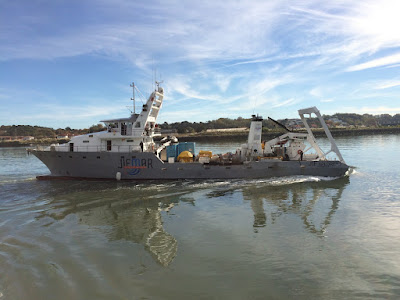 Jiss Xplorer, ancien thonier devenu bateau de travail