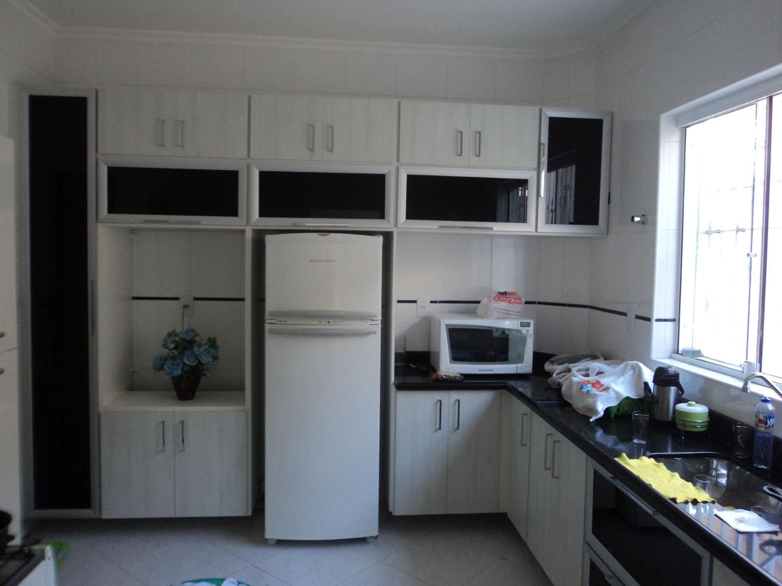 Cozinha com portas de vidro e perfil de aluminio #959A31 1600 1200