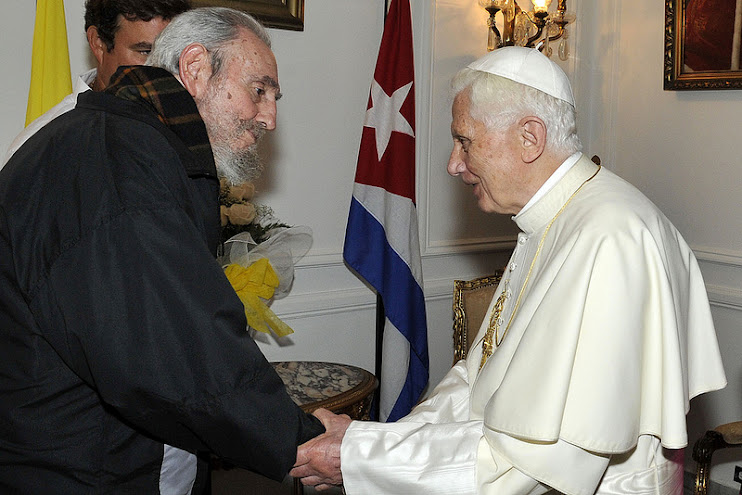 Benedict XVI and Castro meet