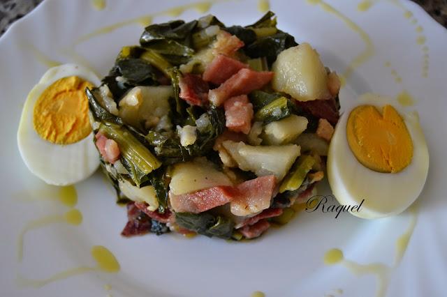 Acelgas Con Patata Y Jamón Acompañado De Huevo Cocido