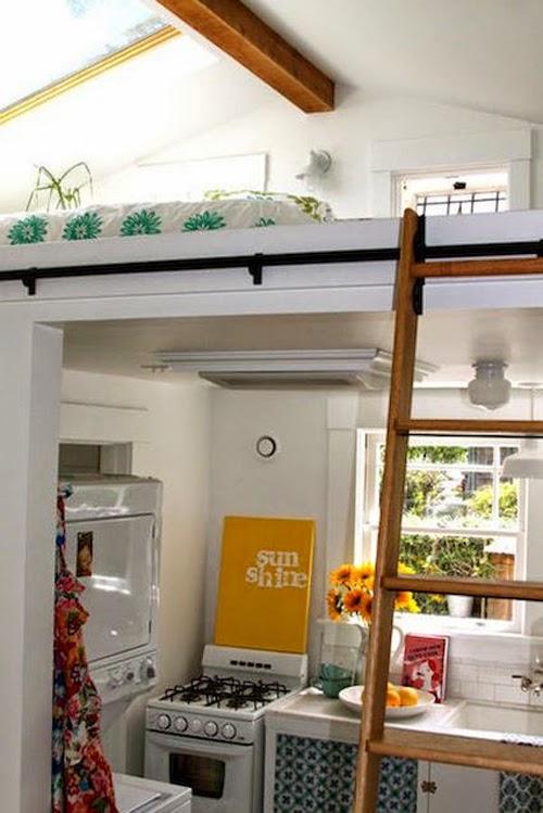 Ideas para espacios pequeños. Cocina con cama en altillo.