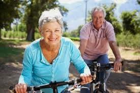 Los mayores que se mueven tropiezan menos
