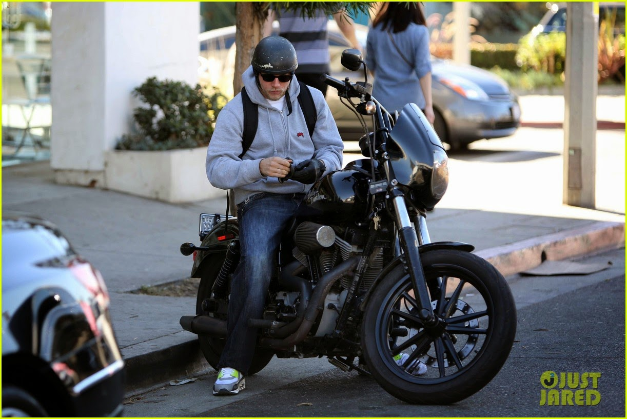 celeb diary charlie hunnam in west hollywood