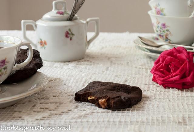 Biscuiti cu ciocolata, fistic si alune
