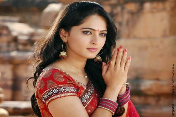 anushka shetty hot wallpapers in saree